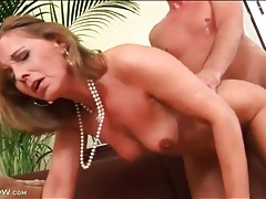 Classy milf in pearl necklace fucked doggystyle tubes