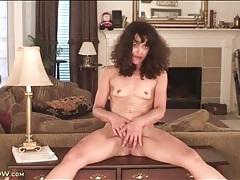 Skinny brunette milf masturbates in living room tubes