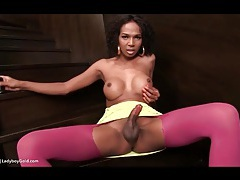Big tits shemale in pink pantyhose jerks off tubes