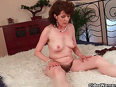 Mature mom with hairy crotch and armpits fucked deep tubes