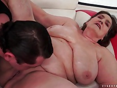 Old bbw fucked in her bald pussy tubes