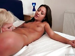 Mature blonde eats out young brunette pussy tubes