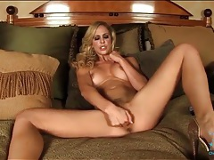 Finger banging beauty cherie deville in high heels tubes
