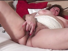Chubby chick fingers her hairy cunt tubes