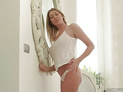 Big breasts girl lexi lowe caresses her body solo tubes