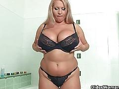 Mature soccer mom with big tits fucks a dildo tubes
