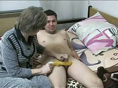 Wrinkled granny gives his dick a sexy sucking tubes