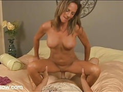 Fit mom blows her man and sits on his shaft tubes