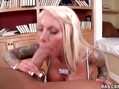 Blonde with sleeve tattoos fucked in her pussy tubes