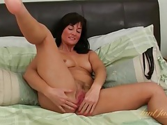 Solo brunette milf exposes her pink pussy tubes