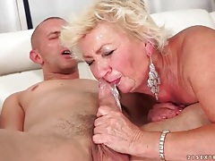 Fucking her mature pussy makes him cum tubes