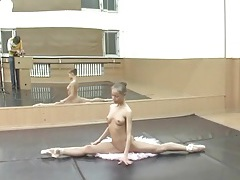 Nude ballerina teen on point and doing splits tubes