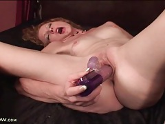 Skinny bitch pleasures her old pussy with a toy tubes