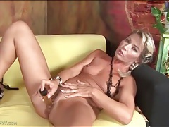 Hot mom janet darling fucks a dildo tubes