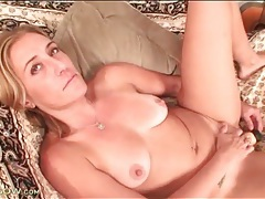 Dildo up inside the cunt of a hot milf tubes