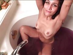 Milf masturbates her cunt in purple bath water tubes