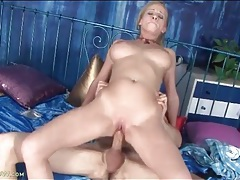 Thick boner stretches pussy of a cock riding babe tubes