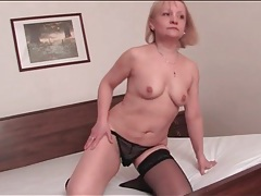 Stout body mature blonde masturbates her box tubes