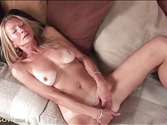 Masturbating mature chick with gorgeous perky tits tubes