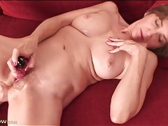 Super juicy mature pussy pleasured by a toy tubes