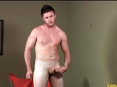 Bearded guy gets sweaty in masturbation video tubes