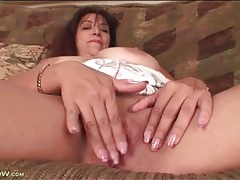 Mature clitoris throbs in close up porn video tubes