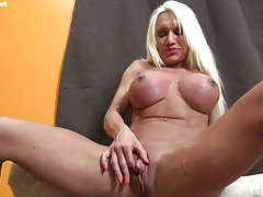 Ashlee chambers plays with her big clit tubes