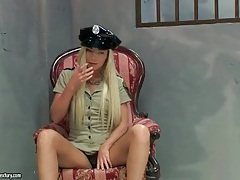 Slutty police officer blows two prisoners tubes