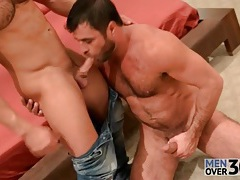 Bear is hot for sucking cock and masturbating tubes