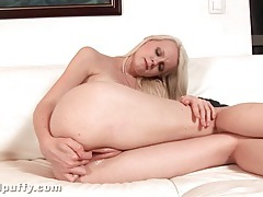 Teen fucks long white candle into her cunt tubes