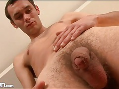 Young asshole looks good in solo close up video tubes