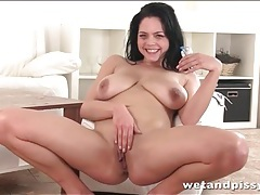 Curvy chick shoves a speculum in her cunt tubes