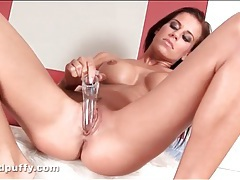 Young pussy is beautiful in close up video tubes