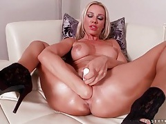 Solo slut in high heels fists her pussy tubes