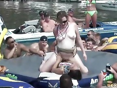 Girls eat pussy for an audience at lake party tubes