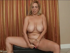 Mature with sexy curves finger fucks her pussy tubes