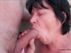 Saggy boobs granny gives a blowjob outdoors tubes