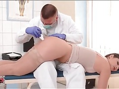 Doctor takes anal temperature of cute girl tubes