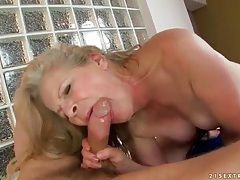 Masseur fucks curvy mature on his table tubes