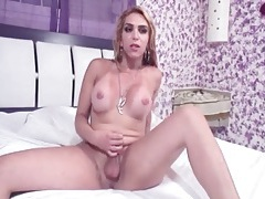 Shemale strips off her dress for a blowjob tubes