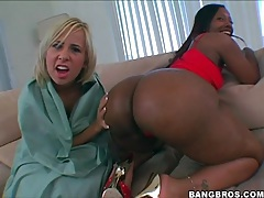 Black girl shakes her fat ass lustily tubes