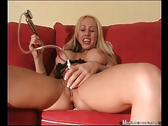 Bimbo blonde pumps up her pussy lips tubes