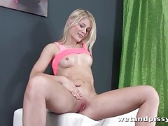 Fit blonde in high heels pisses in a porn tubes