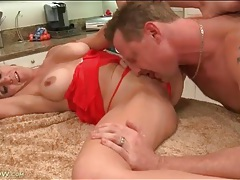 Cocksucking housewife with gorgeous big tits tubes