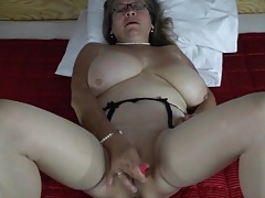 Pearls and glasses on masturbating mature tubes