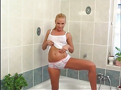 Smoking hot solo blonde chick in bathtub tubes