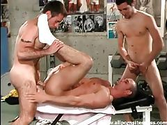 Hard hot bodies in the gym get frisky in threesome tubes