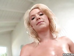 Anikka albrite oils up her curvy body tubes