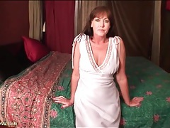 Milf cynthia davis strips and toys her pussy tubes