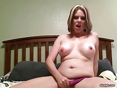 Chubby cutie masturbates her pussy on webcam tubes